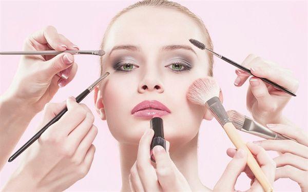 آرایشگاه و سالن زیبایی آگهی تبلیغاتی